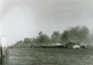 wilhelminakade-10-may-1940-burning-ships