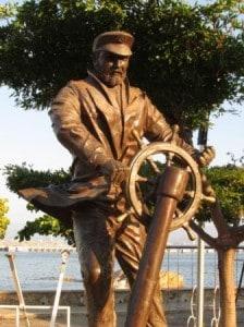 A blog Manzanillo captains  statue