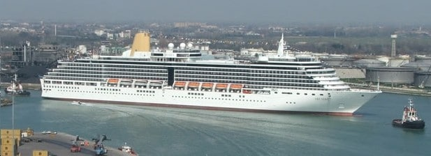 The Arcadia as she looked like when leaving the shipyard in 2005