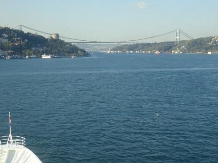 The Sultan Mehmet Bridge with in front of it .... castle.