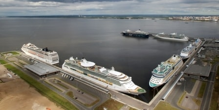 The Marine Facade which can handle 7 cruise ships. We are docked in the far corner where the blue ship is (Photo courtesy www.portnews.ru